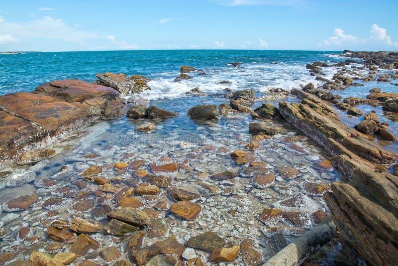 Rotsachtig kustlandschap royalty-vrije stock foto's