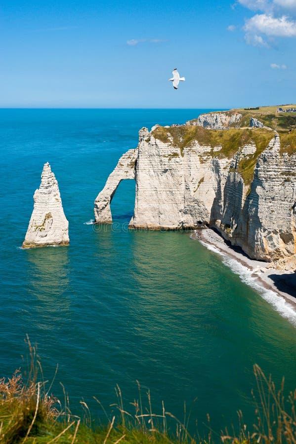 Rotsachtig Strand in Normandië, Frankrijk stock foto