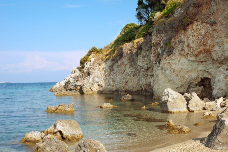 Rotsachtig Strand op Zakynthos. stock foto's