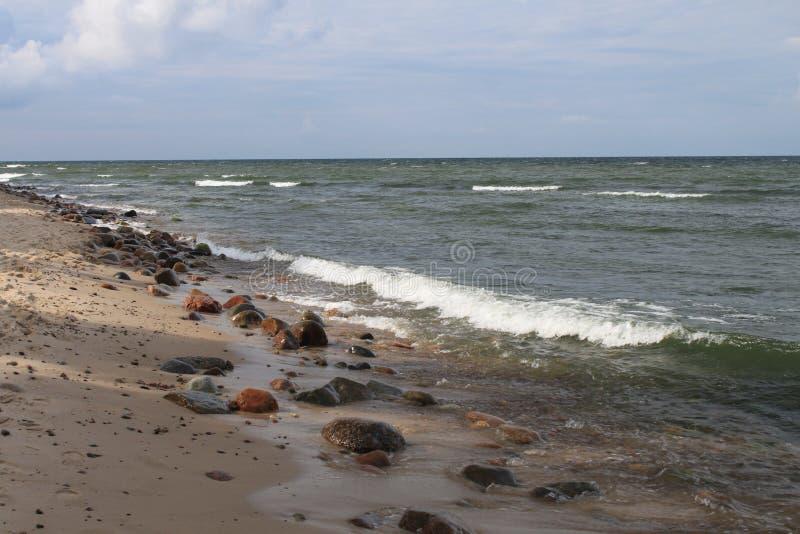 Rotsachtig strand van de Oostzee, Hel, Polen stock afbeelding