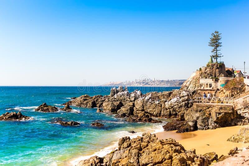 Rotsachtig strand in Vina del Mar, Chili royalty-vrije stock foto