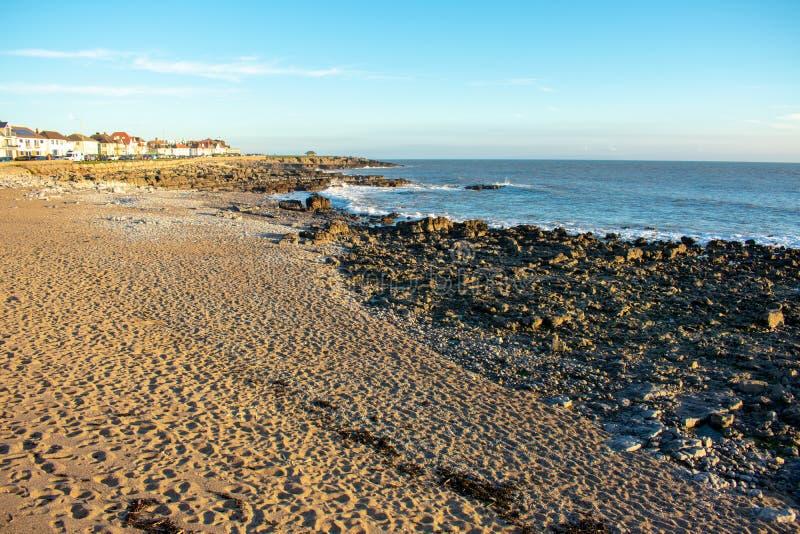 Rotsachtig strand in Wales stock foto's