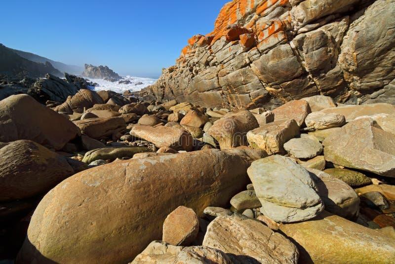 Rotsachtig strand - Zuid-Afrika royalty-vrije stock fotografie