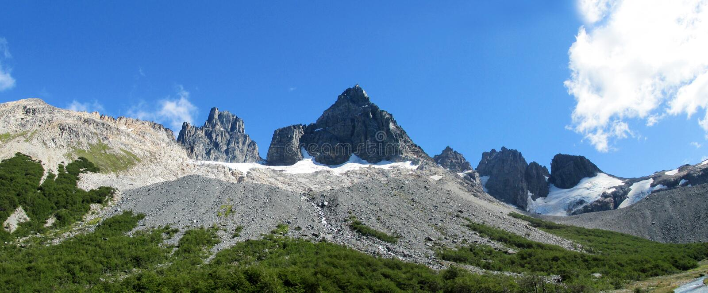Rotsachtige berg in Chili Patagonië langs Zuidelijke Carretera stock fotografie