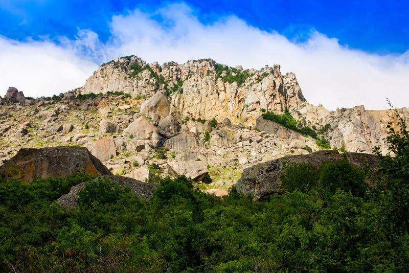 Rotsachtige bergen, de Vallei van spoken in de Krim royalty-vrije stock foto