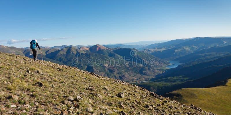 Rotsachtige Bergen die Avontuur wandelen royalty-vrije stock afbeeldingen
