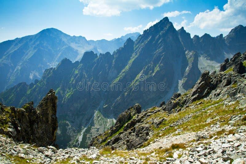 Rotsachtige bergen viewin Hoge Tatras stock foto's