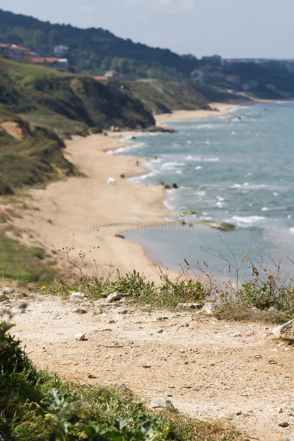Rotsachtige en zandige strandkust in de Turkse stad van Sinop stock afbeelding
