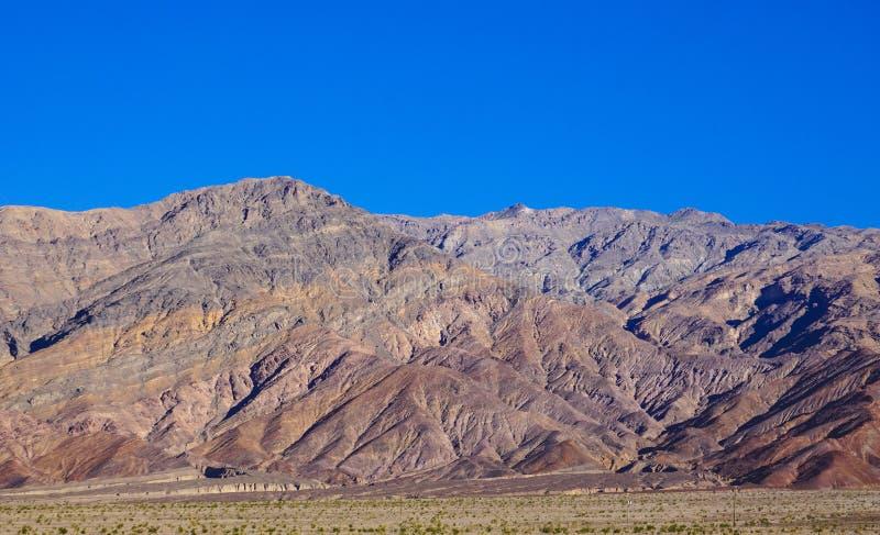 Rotsachtige heuvels in doodsvallei stock afbeelding