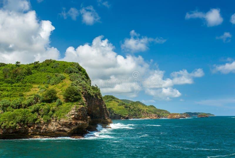 Rotsachtige kust dichtbij Timang-strand op Java royalty-vrije stock afbeeldingen