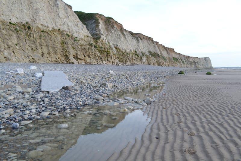 Rotsachtige kust Noordelijk Frankrijk royalty-vrije stock fotografie