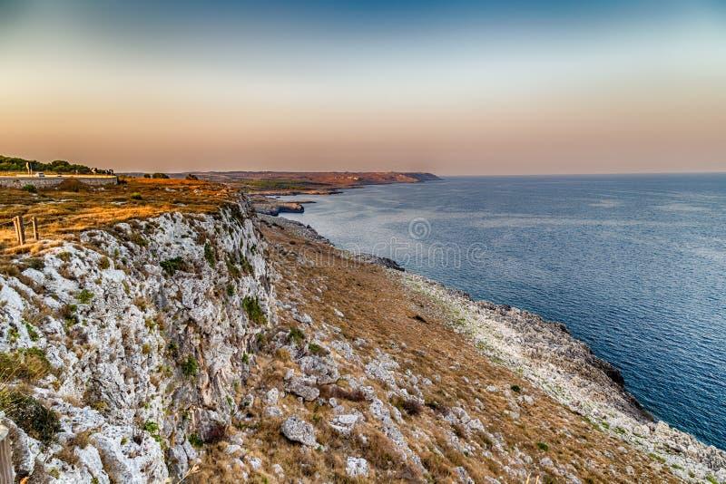 rotsachtige kust op Adriatische Overzees stock foto's