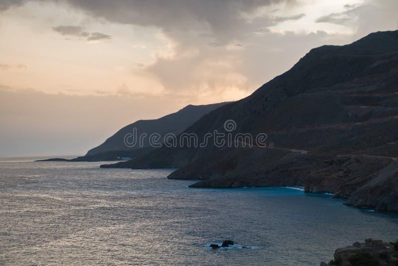 Rotsachtige kust rond dorp van Chora Sfakion, zuidwestenkust van het eiland van Kreta royalty-vrije stock fotografie