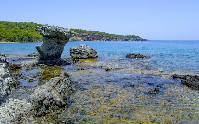 Rotsachtige kust van Phaselis Turkije stock foto's