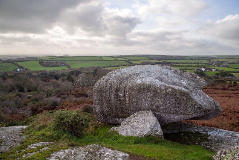 Rotsachtige panaoramic scène van de heuvels in Cornwall dichtbij st ives stock afbeeldingen