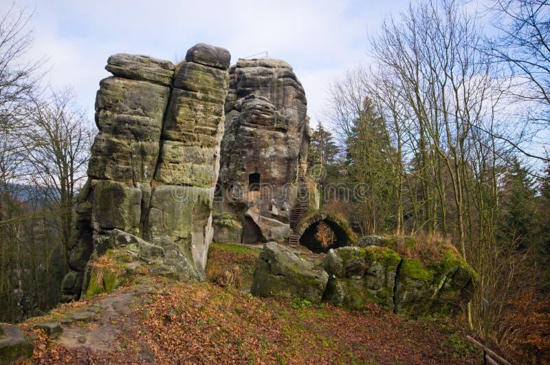 Rotsachtige toren in Skaly, Tsjechische Republiek royalty-vrije stock foto's