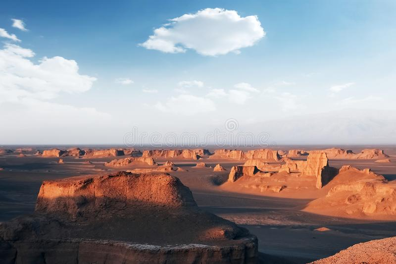 Rotsachtige vormingen in de woestijn van Dasht e Lut De daling van Alikhan van Sheykh perzië stock afbeelding
