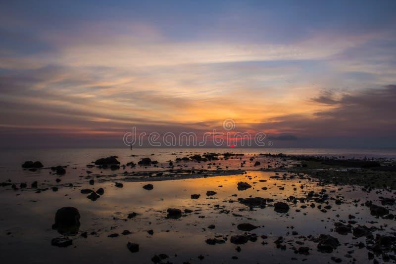 Rotsachtige zonsopgang stock foto