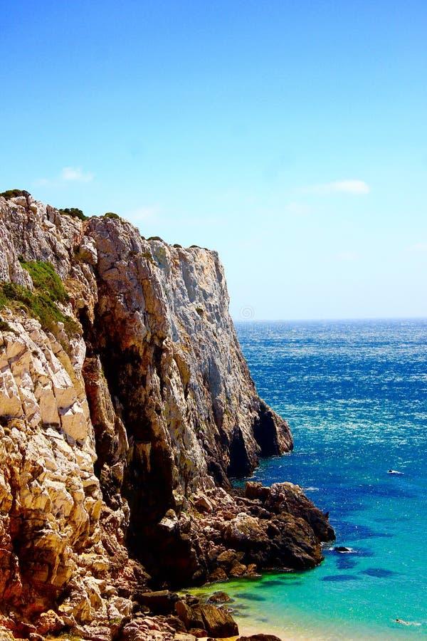 Rotsen in Algarve in Portugal stock afbeeldingen