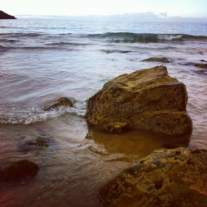 Rotsen bij het strand royalty-vrije stock foto