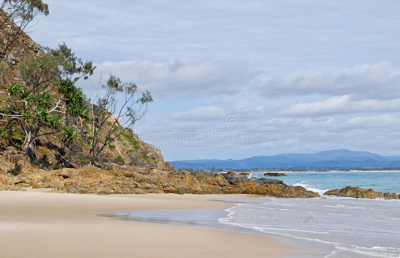 Rotsen bij Watergoes-Strand in Byron Bay in Australië stock fotografie