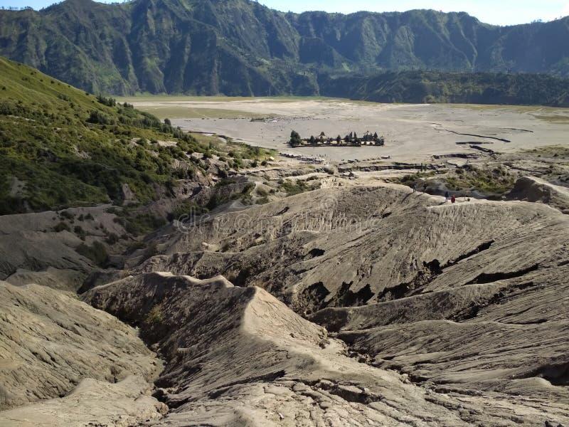 Rotsen in de krater van Onderstel Bromo stock foto's