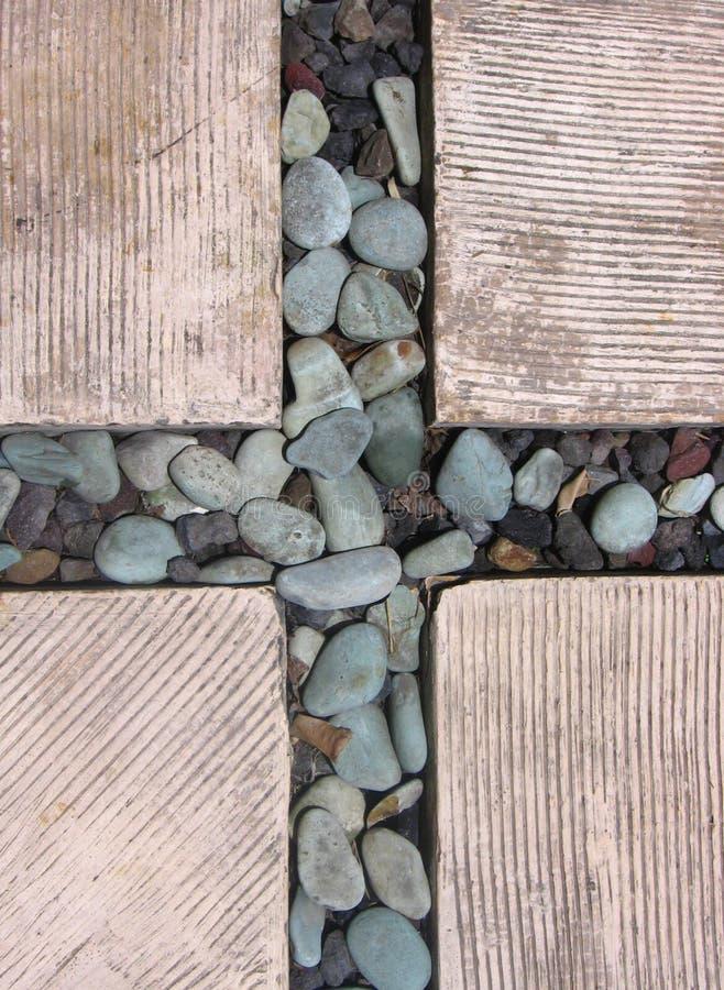 Rotsen in de Vorming van een Kruis binnen Gevormde Bakstenen wordt geplaatst die stock foto's