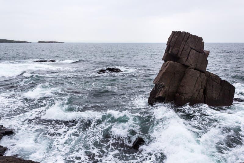 Rotsen en golven in Sozopol stock fotografie
