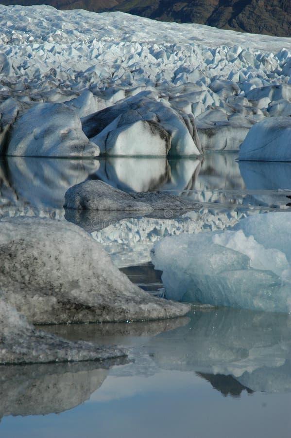 Rotsen en Ijsberg stock afbeeldingen