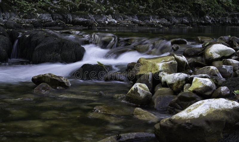 Rotsen en water royalty-vrije stock foto