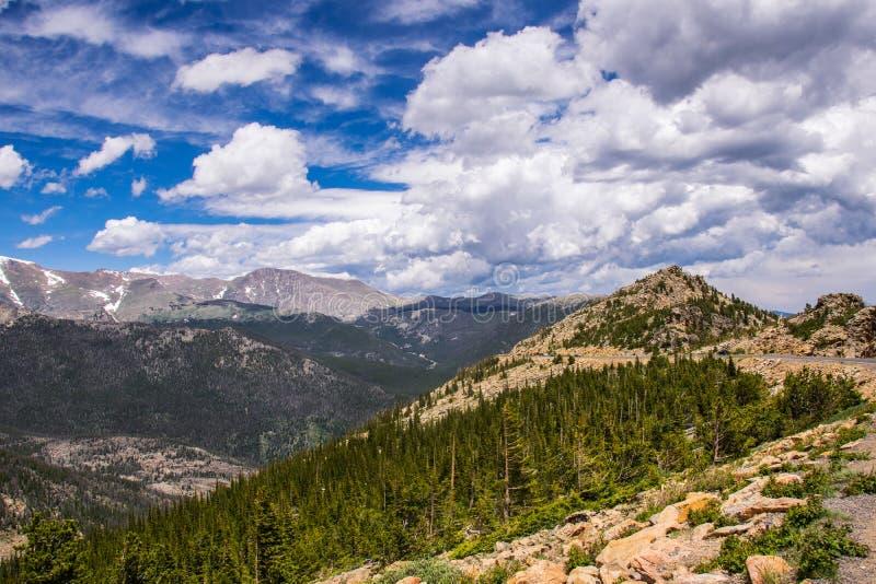 Rotsen en wolken Rocky Mountain National Park De Staat van Colorado, de V.S. royalty-vrije stock afbeeldingen