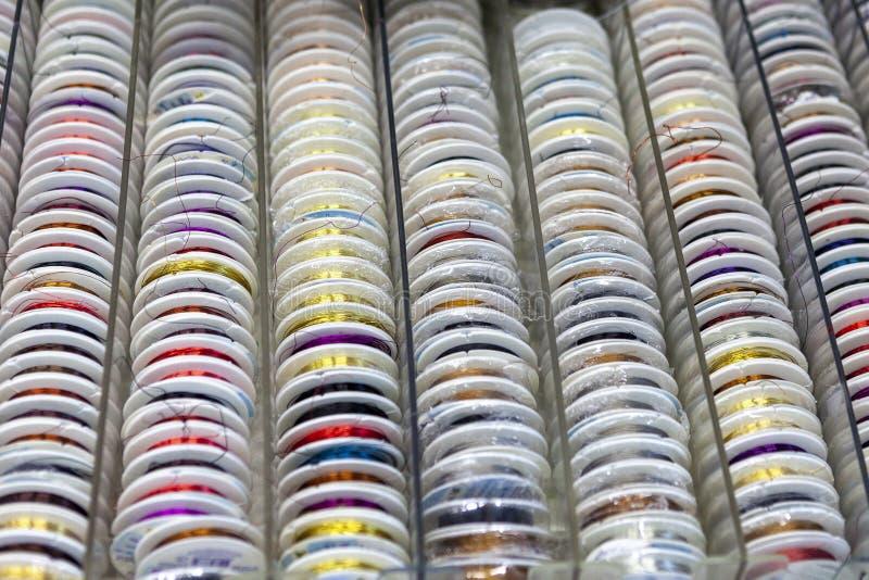Rotsen met het kleurrijke stikken voor clother, het naaien en het stoppen royalty-vrije stock afbeelding