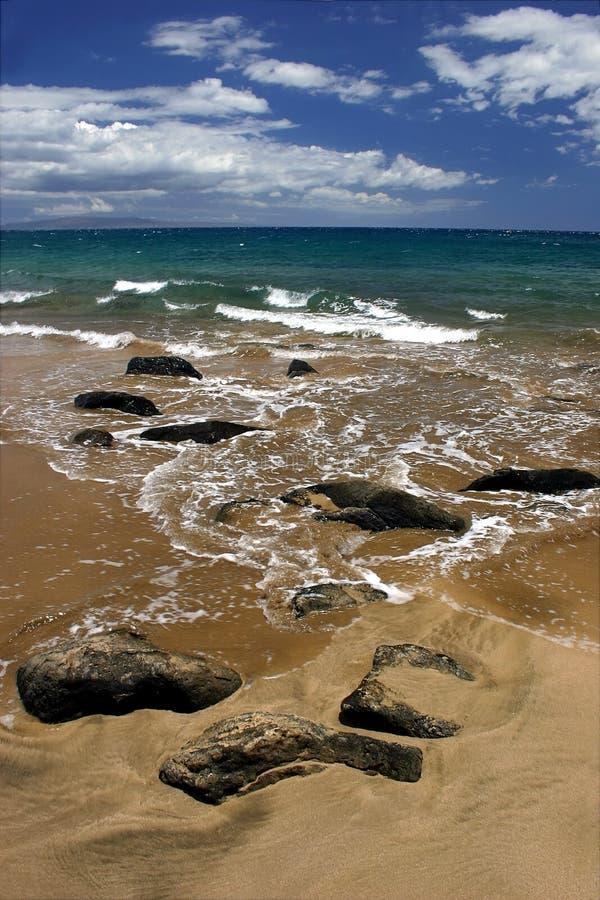Download Rotsen op het Strand stock afbeelding. Afbeelding bestaande uit water - 283391