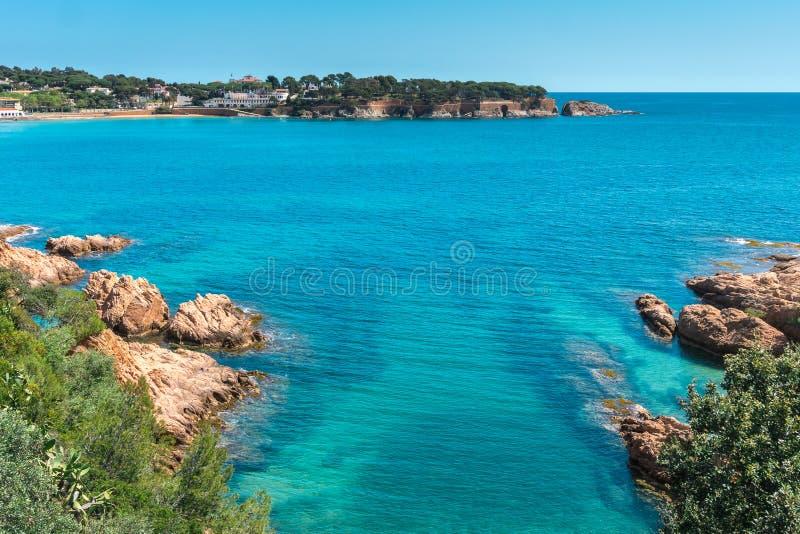 Rotsen in overzees strand, Costa Brava-zeegezicht Palamos cataloni? spanje stock foto's