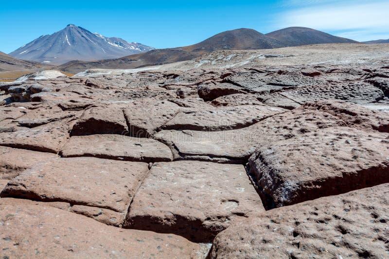 Rotsen, vulkaan en een verbazende mening, piedras rojas, Atacama Chili royalty-vrije stock fotografie