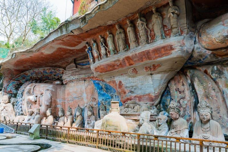Rotsgravure die van Sakyamuni Boedha Nirvana, met zijn discipelen ingaan stock afbeeldingen