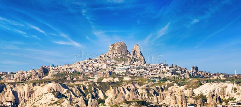Rotskasteel van Uchisar in Cappadocia, Nevsehir-Provincie, Turkije royalty-vrije stock fotografie