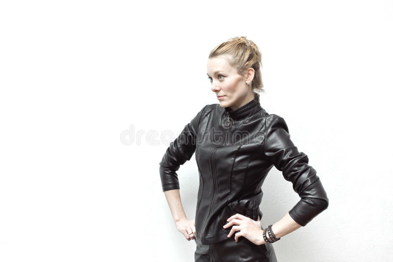 Rotskuiken in zwart leerjasje, volledige lengte stock fotografie