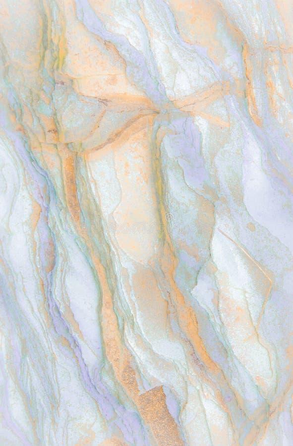 Rotslagen - kleurrijke vormingen van rotsen die meer dan honderden jaren worden gestapeld Interessante achtergrond met fascineren stock foto