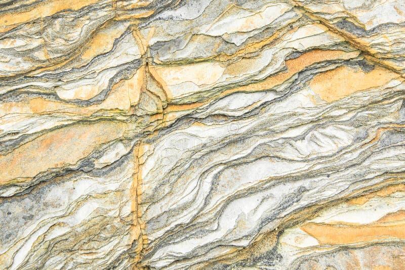 Rotslagen - kleurrijke vormingen van rotsen die meer dan honderden jaren worden gestapeld Interessante achtergrond met fascineren royalty-vrije stock afbeeldingen