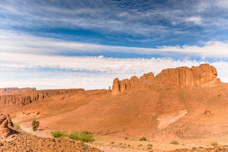 Rotslandschap door Atlasberg in Marokko stock afbeelding