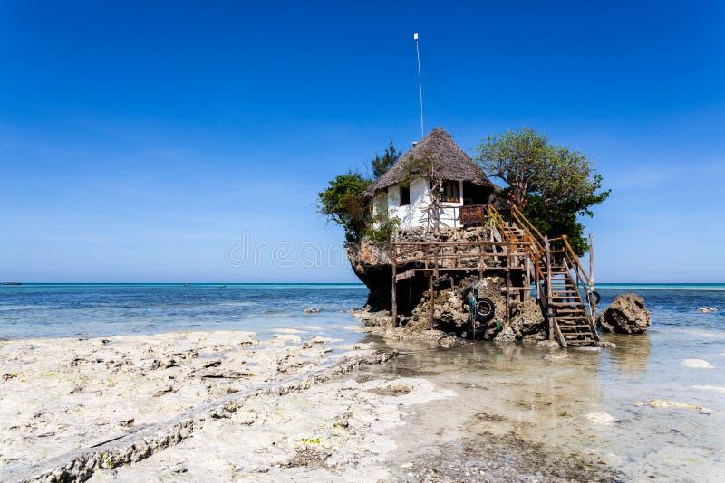 Rotsrestaurant, het Eiland van Zanzibar, Tanzania royalty-vrije stock afbeelding