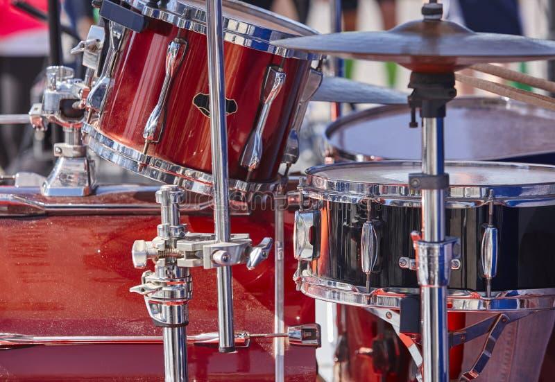 Rotsstadium met rood trommelsdetail Slaginstrumenten stock fotografie