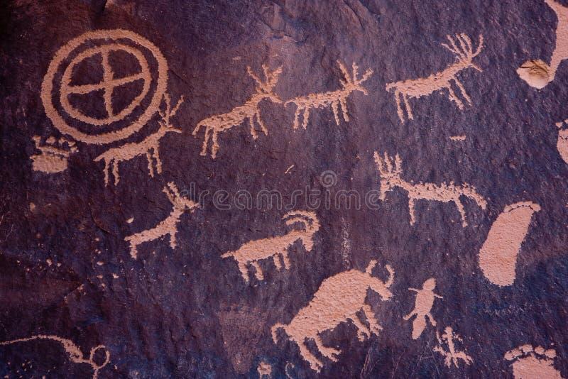 Rotstekeningen bij de Rots van de Krant, Indische Kreek, Utah stock afbeelding