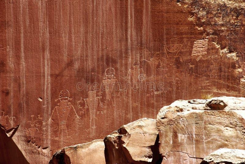 Rotstekeningen bij een rots in het nationale Park van de Capitoolertsader royalty-vrije stock fotografie