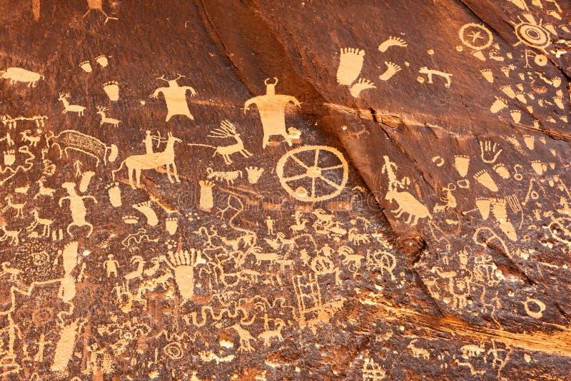 Rotstekeningen of rots het snijden op Krantenrots, Utah, de V.S. royalty-vrije stock foto's