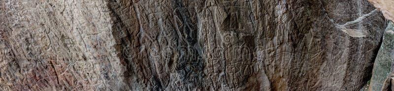 Rotstekeningstekeningen in Gobustan-park stock fotografie