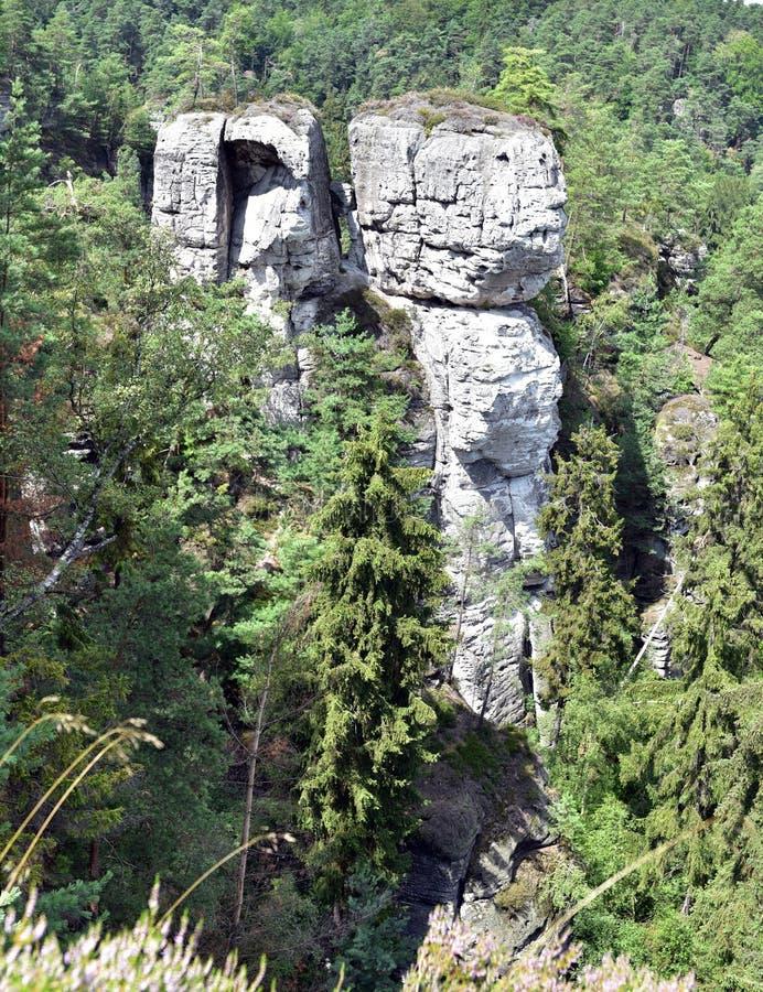 Rotstorens in Hruboskalsko royalty-vrije stock afbeeldingen