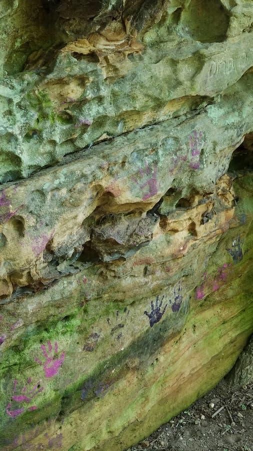Rotsvorming met handprints in Shawnee National Forest stock fotografie