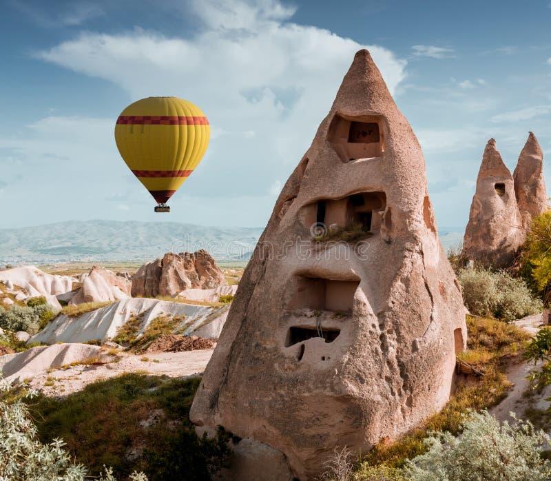 Rotsvormingen in Duifvallei van Cappadocia stock foto's